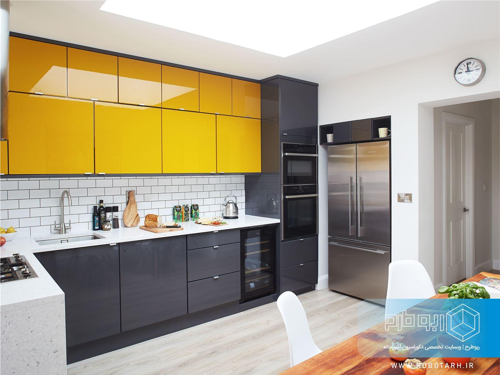 ترکیب کابینت آشپزخانه زرد و خاکستری