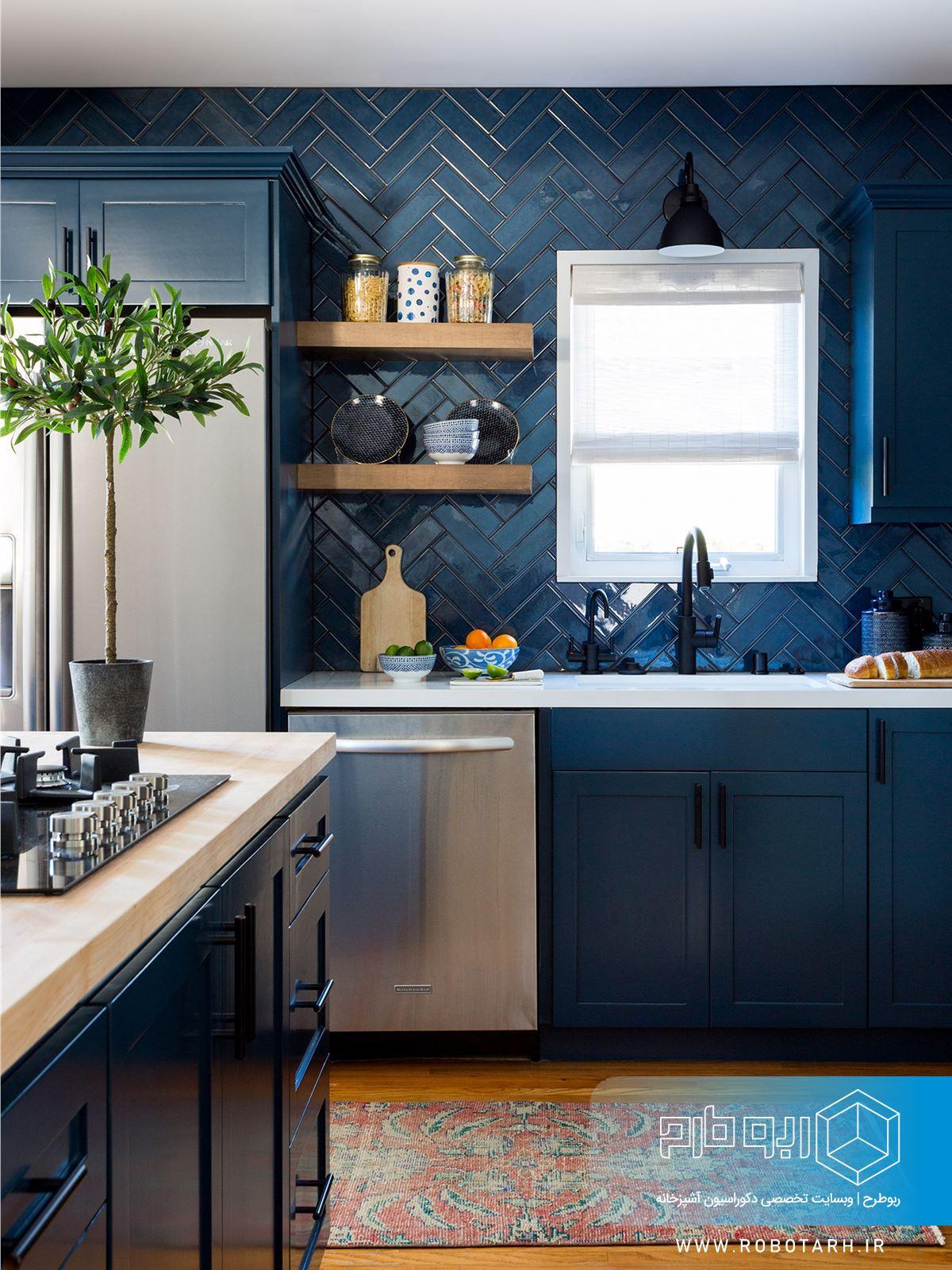 استفاده از رنگ آبی در کابینت آشپزخانه