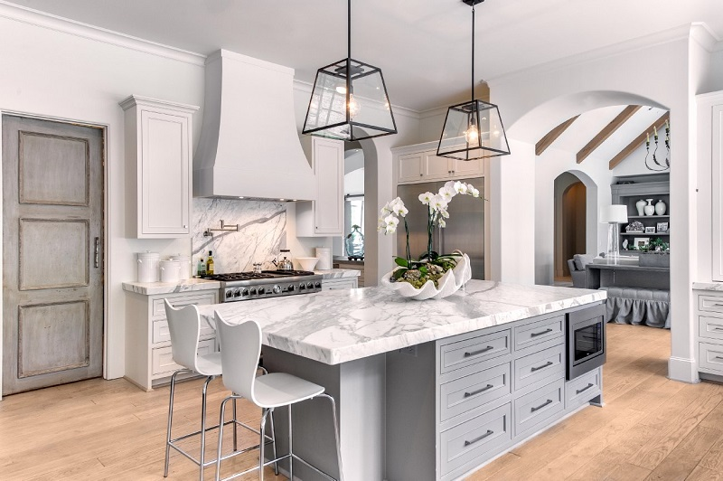 آشپزخانه ی کلاسیک با رنگ خاکستری - ربوطرح